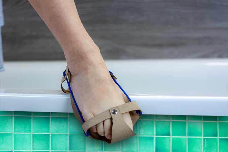 Rutschmindernde Dusch- und Sanitärsandale